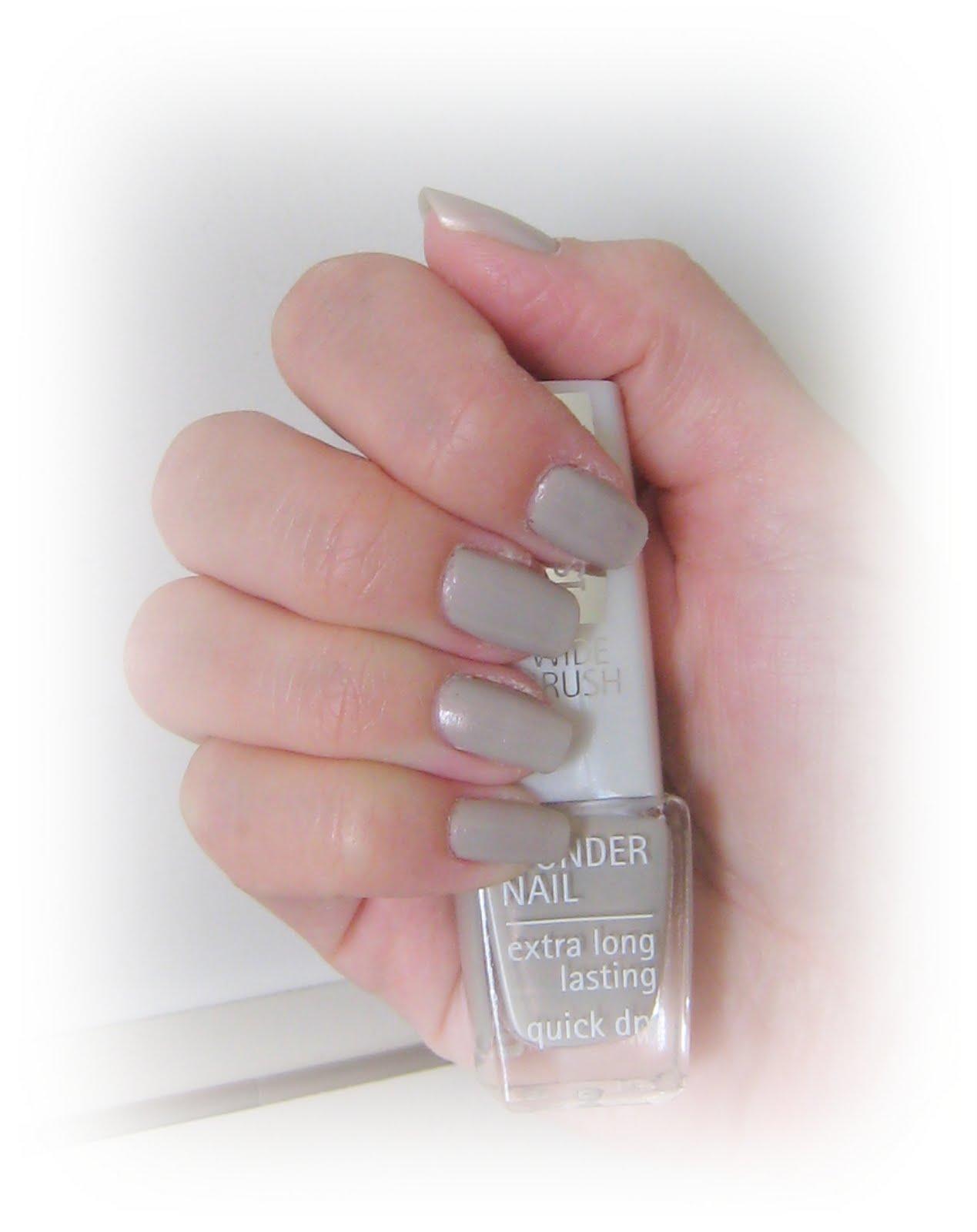 gråa naglar